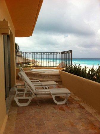 Fiesta Americana Condesa Cancun All Inclusive: Balcony & hot tub