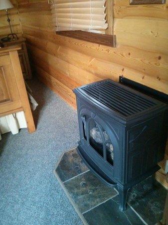 Paradise Lodge & Bungalows: Eletric fireplace