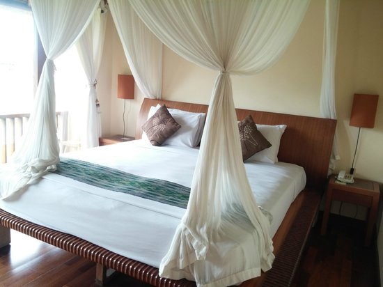 Biyukukung Suites and Spa: huge double bed