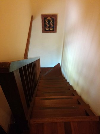 Biyukukung Suites and Spa: deep staircase