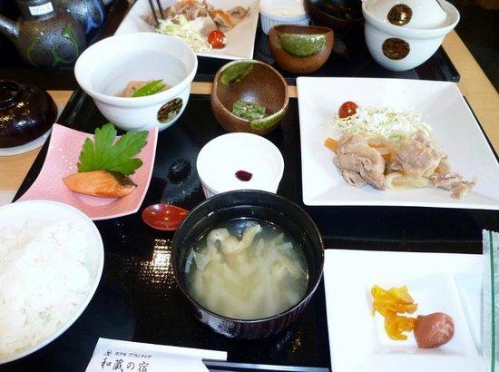 Route Inn Grantia Himi Wakura no Yado : 和食膳の朝食 このほかに飲み物とパンのセルフコーナーがありました。