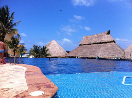Fiesta Americana Condesa Cancun All Inclusive: Upper pool area