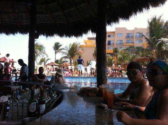 Fiesta Americana Condesa Cancun All Inclusive: Pool bar