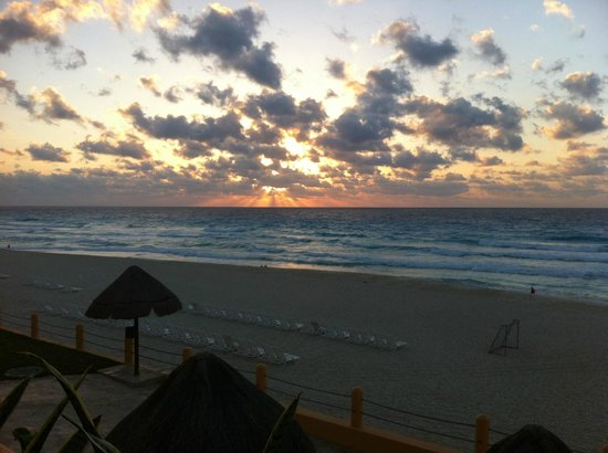 Fiesta Americana Condesa Cancun All Inclusive: Sunrise from the balcony