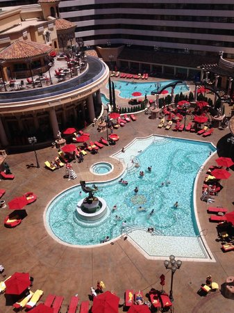 Peppermill Resort Spa Casino: View from my room to the Pool area