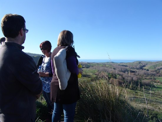Waimarama Maori Tours: Looking out over the valley from the old Warriors Outlook at Hakikino