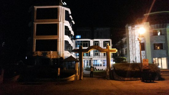 Puri Beach Resort: Hotel Facade at night.