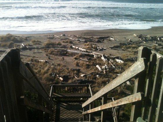 Ocean Terrace Condominium Suites: Stairs to the Ocean