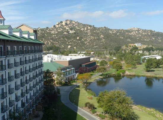 Barona Resort & Casino: View of mountains and lake from backside hotel room.