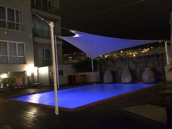 Hilton Cape Town City Centre: poolside at night
