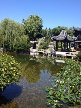 Lan Su Chinese Garden: Beautiful