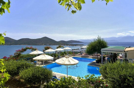 Elounda Heights Apartments and Studios: View of pool from apartments