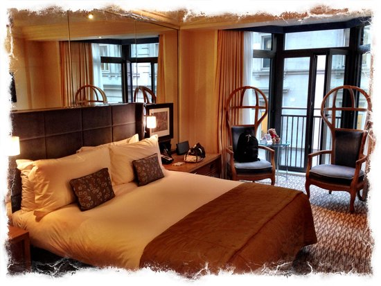 The Athenaeum Hotel & Residences: Our room is spacious