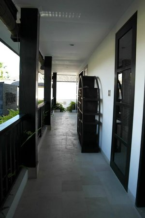 The Residence Seminyak: corridor on 2nd floor
