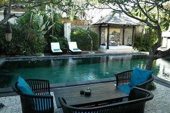 The Residence Seminyak: pool area