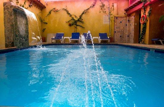 Casa Morales Santa Fe: Vista de un chapuzón en la piscina