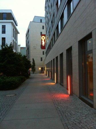 Adagio Berlin Kurfurstendamm: Esterno di Notte