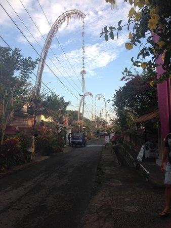 Bidadari Private Villas & Retreat: Road through the local village