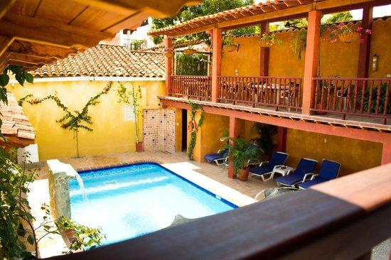Casa Morales Santa Fe: Vista hacia la piscina desde balcón interior