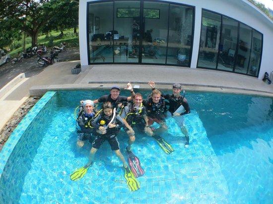 Indepth Dive College: IDC TEAM