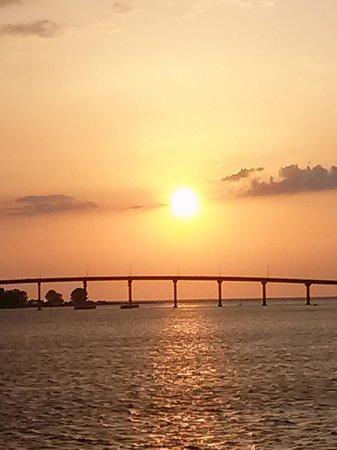 Calypso Queen : Sun going down over bridge