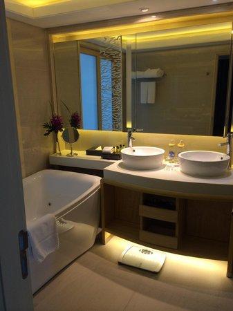 Amari Watergate Bangkok: Great jacuzzi tub