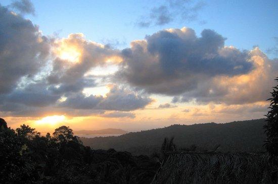Le Relais Forestier: Lever de soleil depuis le bungalow
