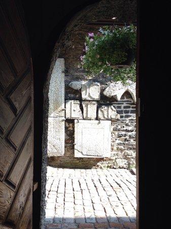 Controvento: Entrance