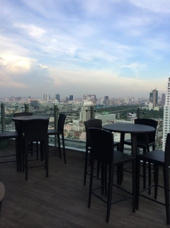 Amari Watergate Bangkok: Open deck on the executive lounge which have a wonderful view