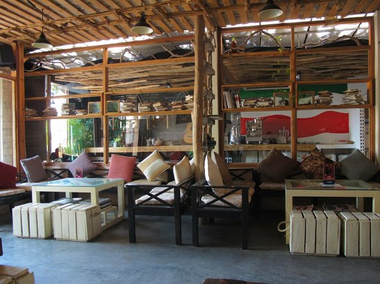 Infiniti Cafe & Lounge: Interior