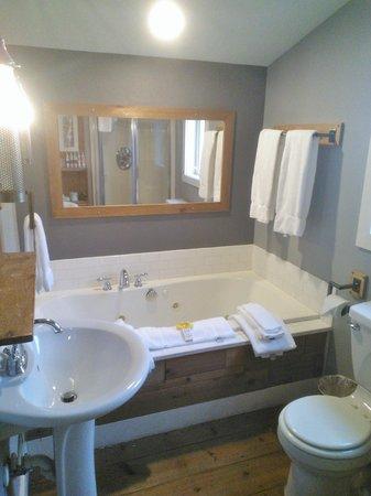 Inn at Discovery Coast: Beach House Loft Bath - Quack-Quack!