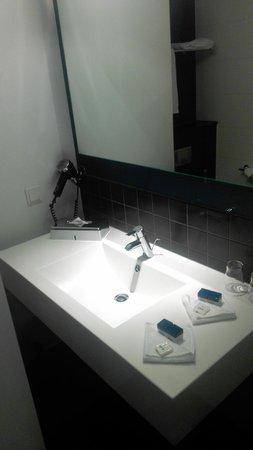 Park Inn by Radisson Stuttgart : Bathroom