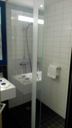 Park Inn by Radisson Stuttgart: Bathroom