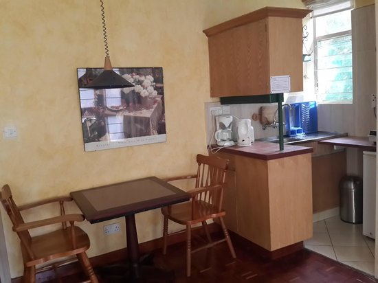 Woodmere Serviced Apartments : Dining & Kitchen in Studio Room