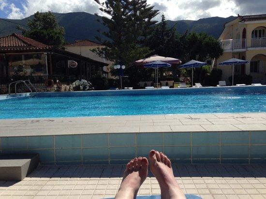 Alykes Garden Village: Relaxin by d pool