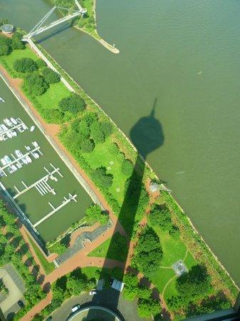 Rhine Tower (Rheinturm) : L'ombra