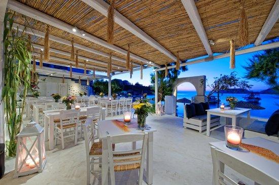 Almyra Seaside Food & Cocktails