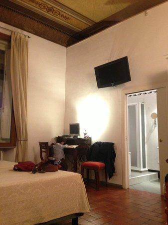 B&B Tourist House Ghiberti: 挑高且寬廣的房間