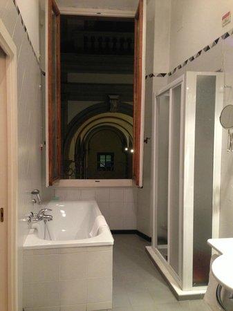 B&B Tourist House Ghiberti: 寬廣浴缸