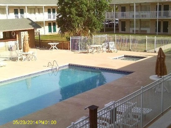 Super 8 Biloxi : Pool area