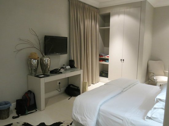 Long Street Boutique Hotel: Our room
