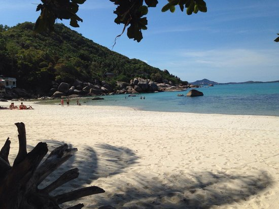 Thongtakian Resort : Private beach with lovely warm water