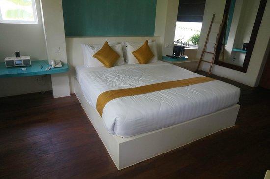 Navutu Dreams Resort & Wellness Retreat : King sized bed