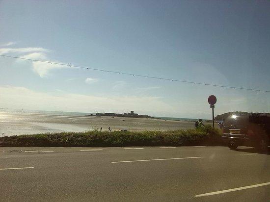 L'Horizon Beach Hotel & Spa: Fortress,before tide
