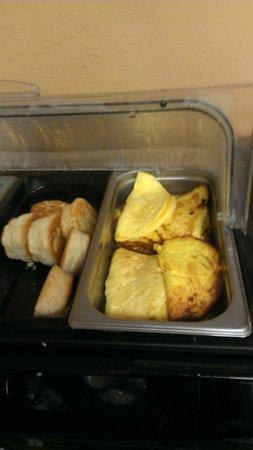 Days Inn Neptune Beach: Overcooked Eggs _Biscuits