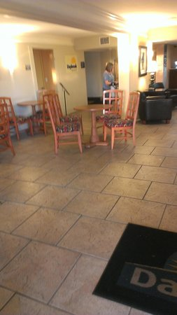 Days Inn Neptune Beach: Outdated furniture_smelled like boozes & smokers