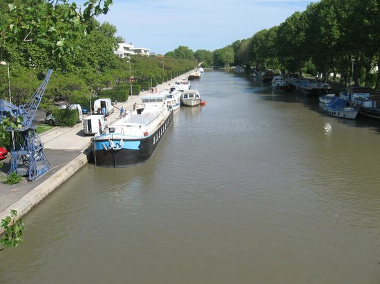 Hotel Astoria: Canal du Midi - 100m away