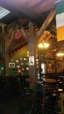 Four Daughters Irish Pub: Downstairs bar area