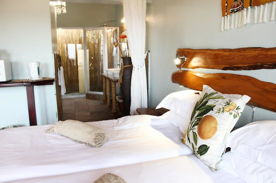 Addo Dung Beetle Guest Farm : Twin bedded luxury chalet
