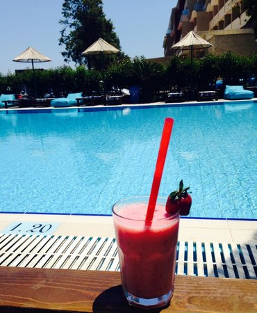 Area Blue Beach Hotel: Smoothies next to the pool !